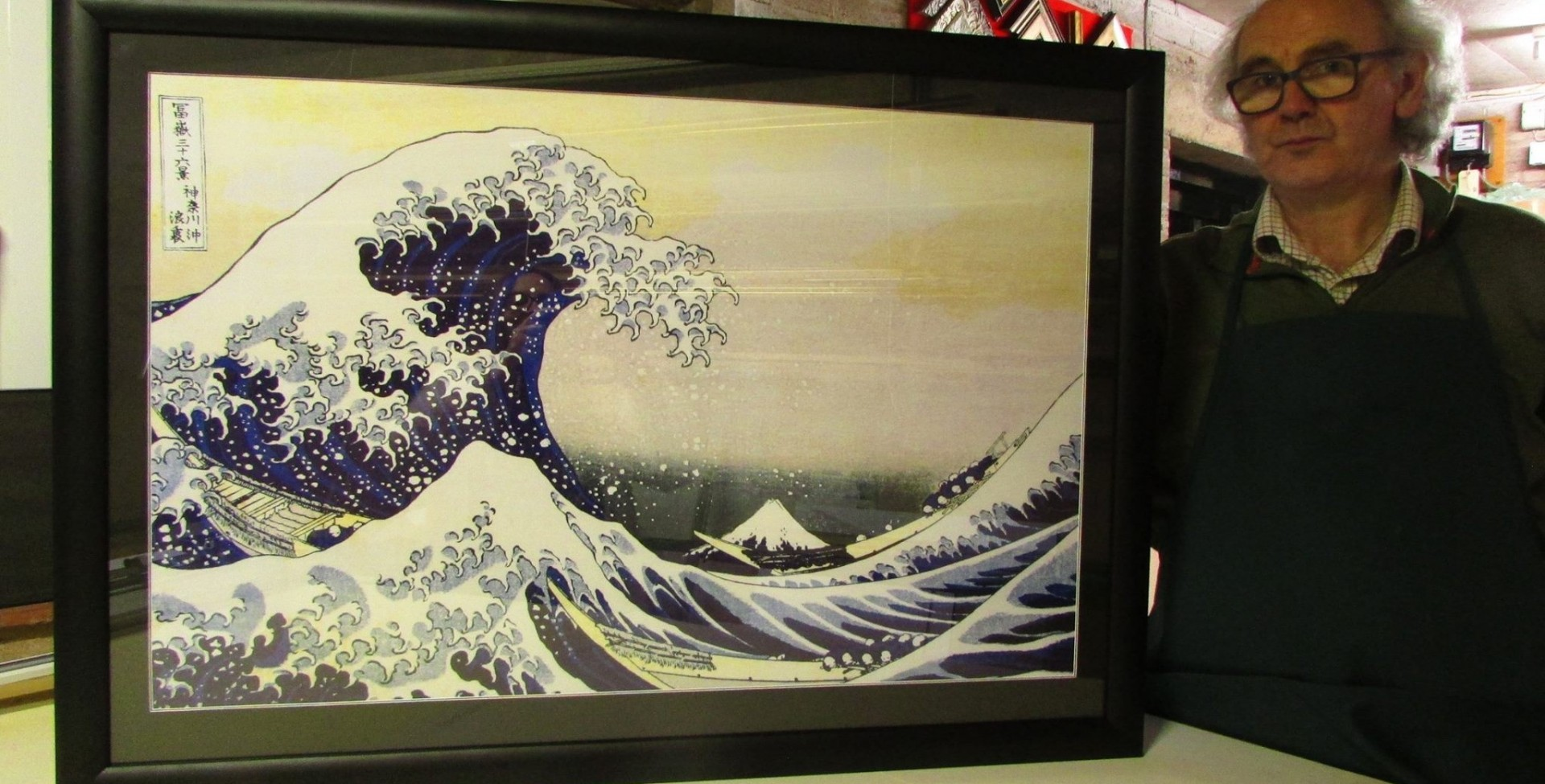 "Hokusai - ""The Wave"" cushion-topped frame"